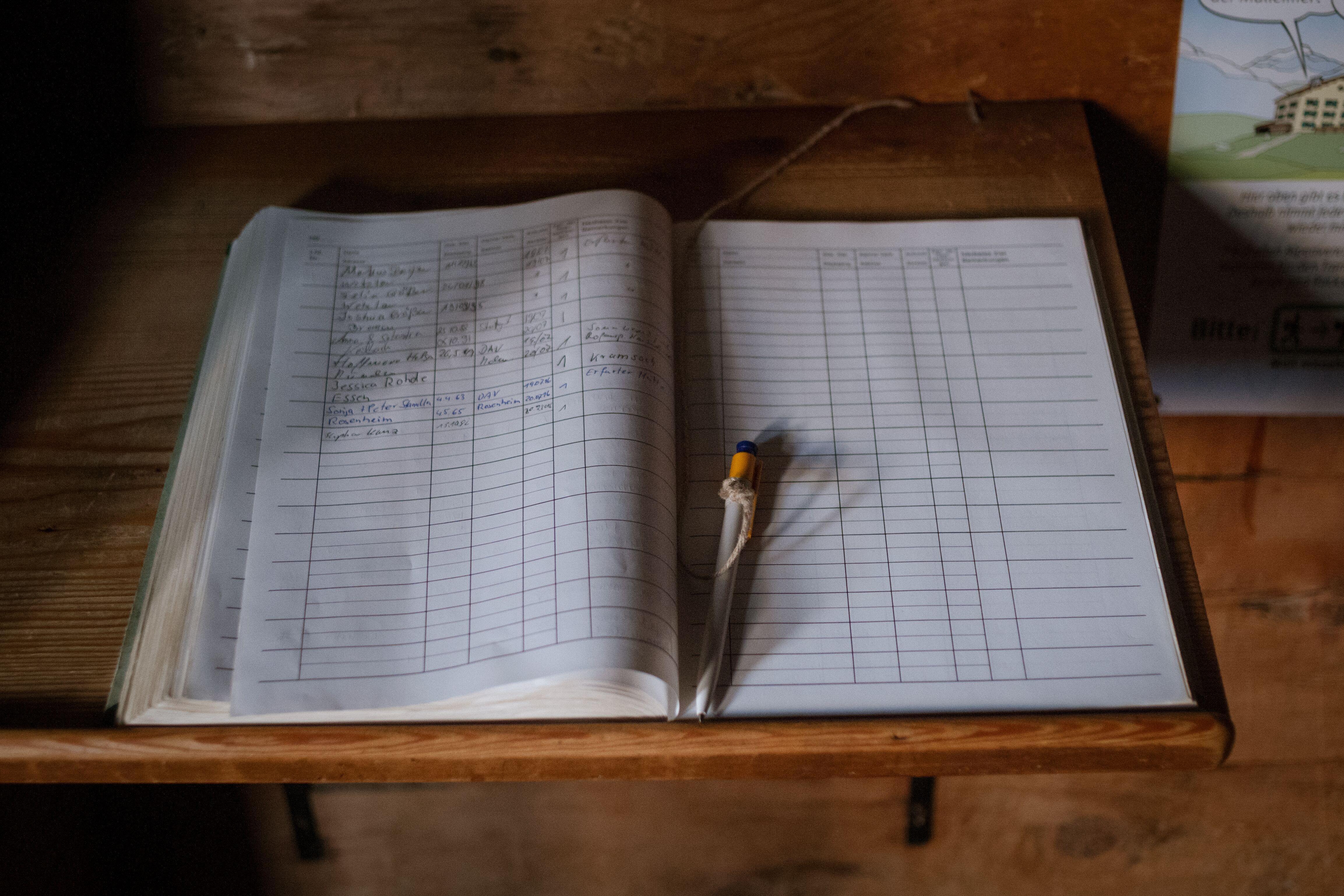Hüttenbuch mit Stift