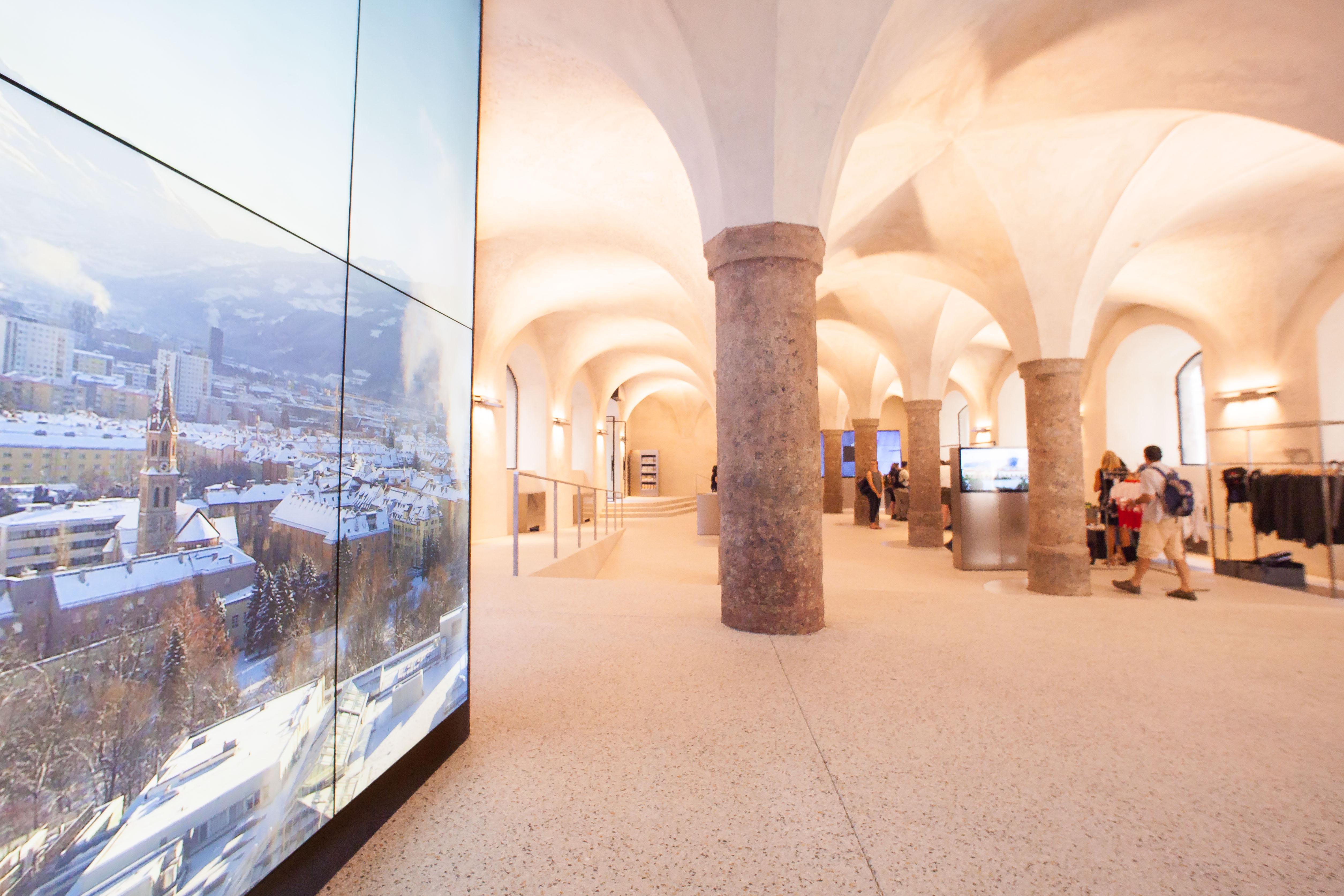 Ansicht der neuen Innsbruck Info am Burggraben