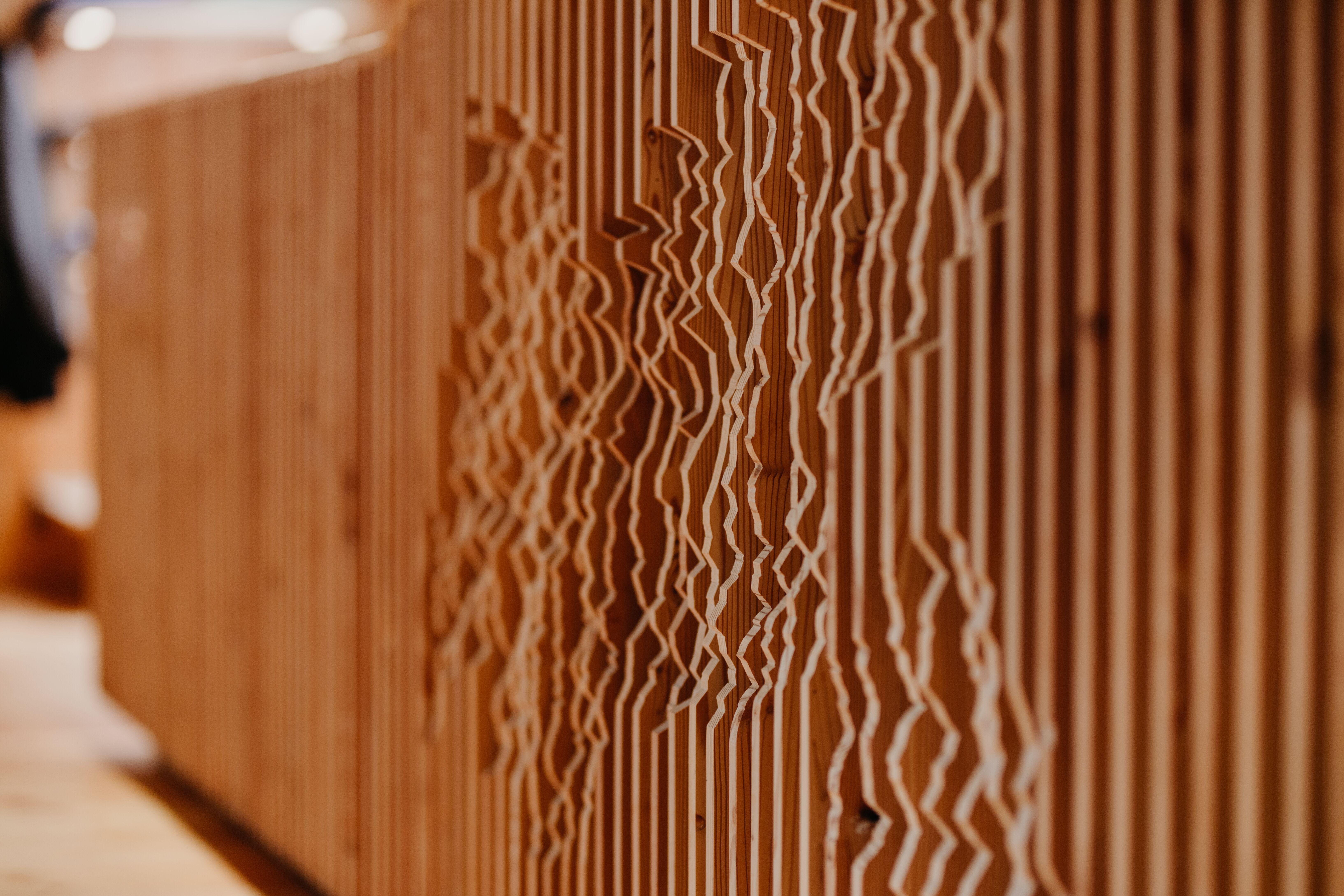 Holzwand mit Struktur