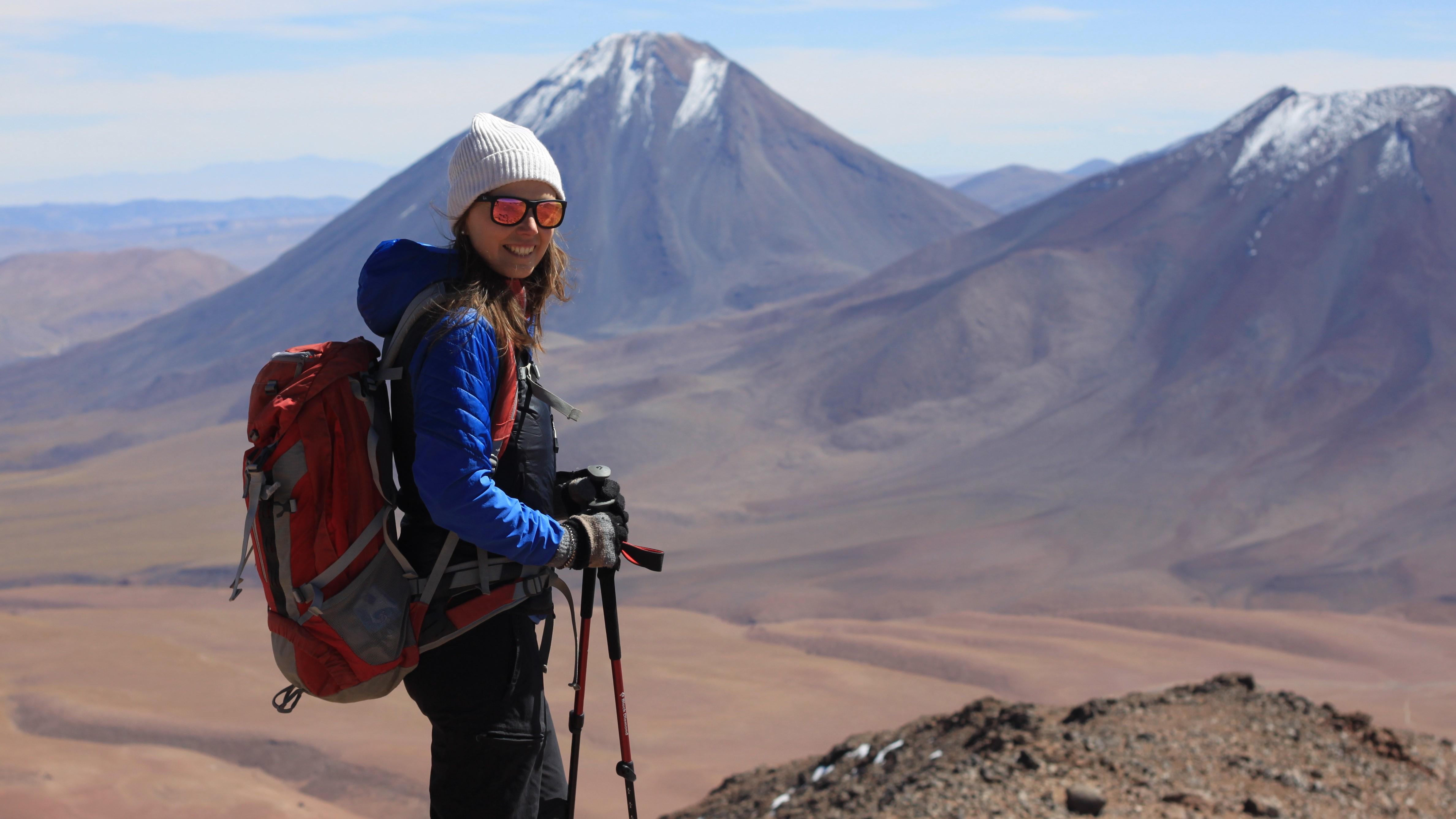 Andrea Hochmuth beim Wandern in der Wüste