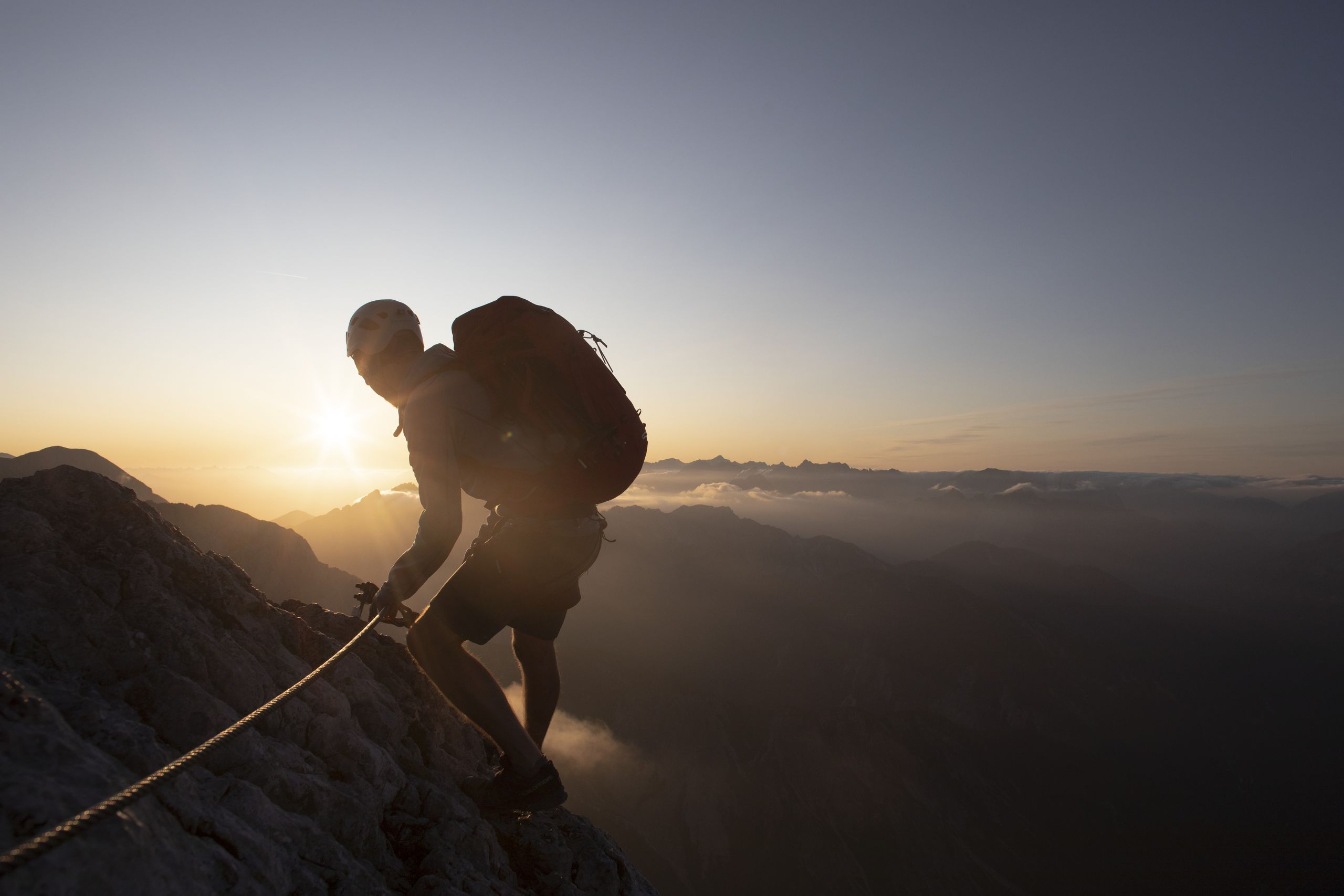 Kletterer bei Sonnenaufgang